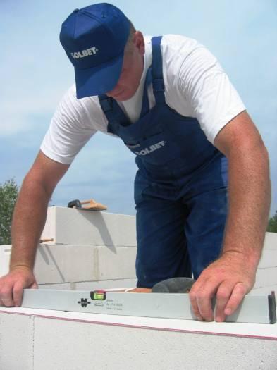Wasserwaage zur Kontrolle der Vertikalen und Horizontalen